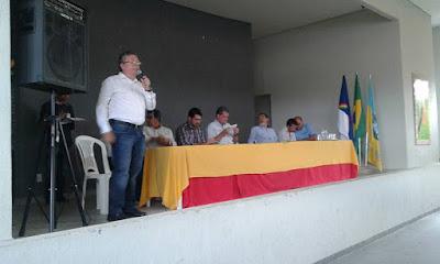 SECRETARIO DE AGRICULTURA ESTADUAL EM CARNAIBA DEBATE REORDENAMENTO FUNDIÁRIO P/ AGRICULTORES