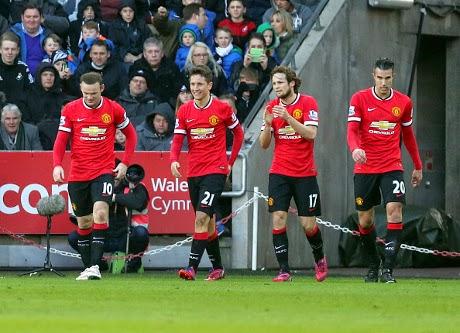 Carragher Make Sure MU Wins Manchester Derby