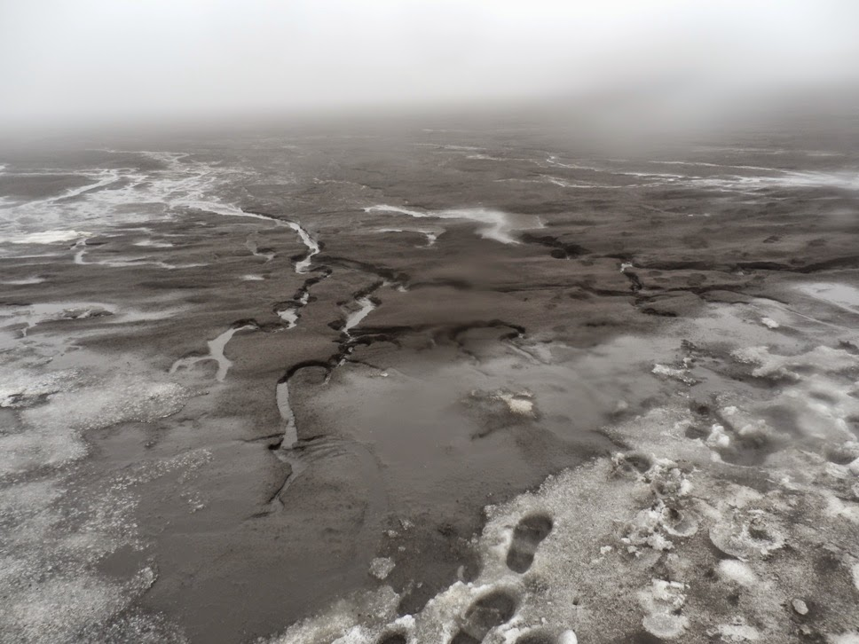Lava-agua-y-granizo-cerca-del-refugio-de-Fimmvörduháls-en-Islandia