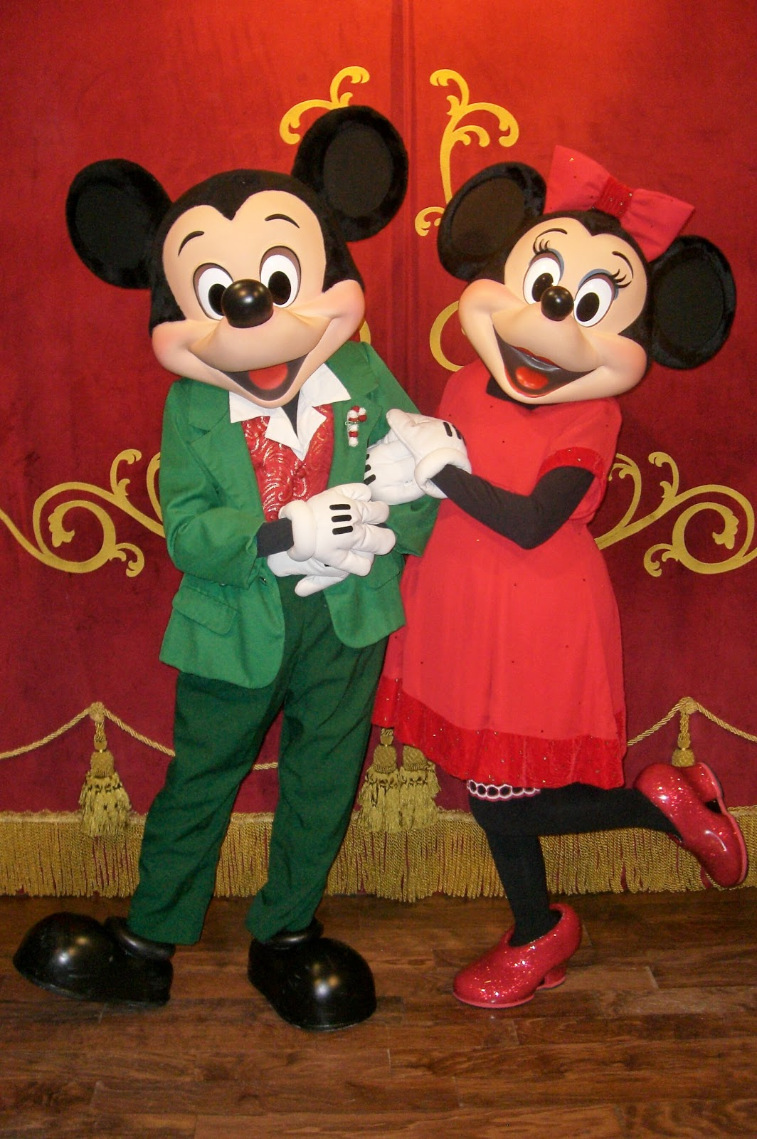 Unofficial disney character hunting guide mickey 39 s very merry christmas party characters and - Minni et mickey ...