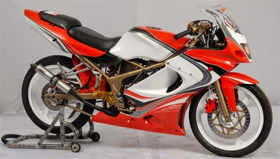 Foto Modifikasi Kawasaki Ninja 150 RR Sporty Warna Merah Putih