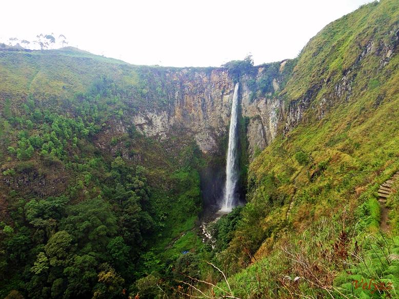 Sipiso-piso waterfall | Littlenomadid