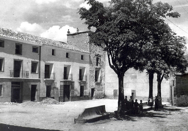plaza-ayuntamiento-torrebaja-foto-antigua