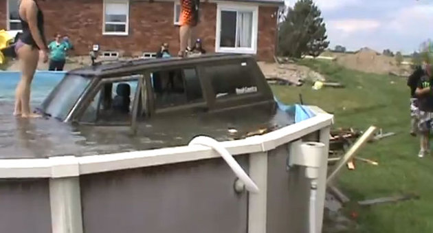 Jeep In Pool Trends Hot News Blawsomereviews Blog