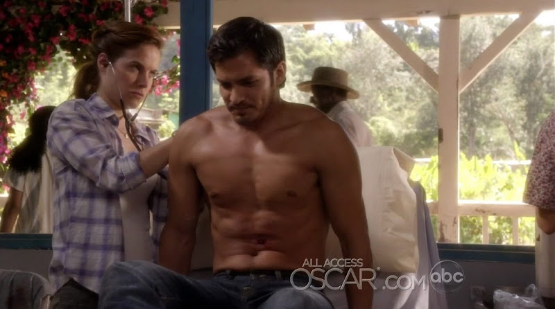 Nicholas Gonzalez Shirtless on Off The Map s1e06