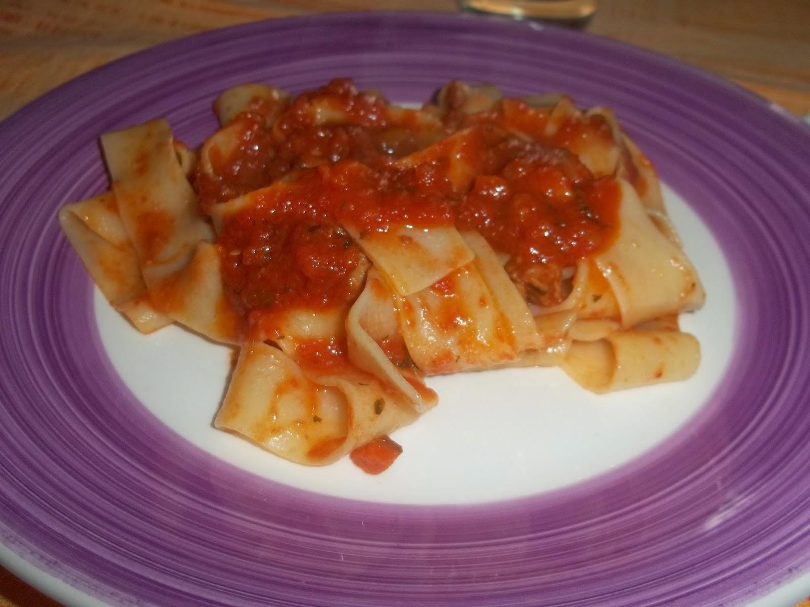 pappardelle pasta panarese alla salsiccia piccante