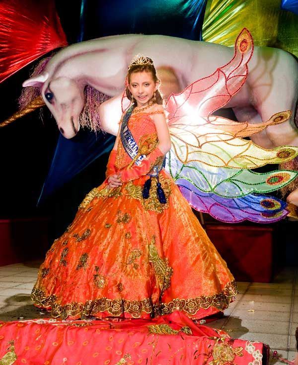 Los Folkloristas de Bolivia: Reina infantil del carnaval