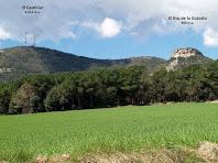 El Puig del Castellar i el Roc Gros des del camí de l'Ajuda