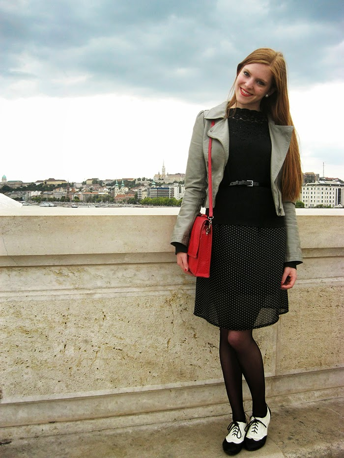 Fashion blogger outfit polka dots lace vintage brogues Budapest