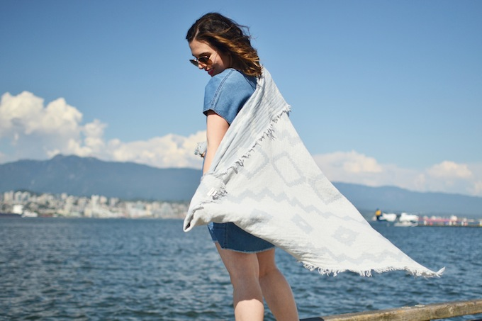 Vancouver blogger Wilfred Free Nori dress outfit Aritzia How to wear a denim dress