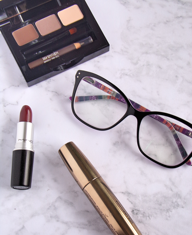 10 MAKEUP TIPS FOR GLASSES WEARERS