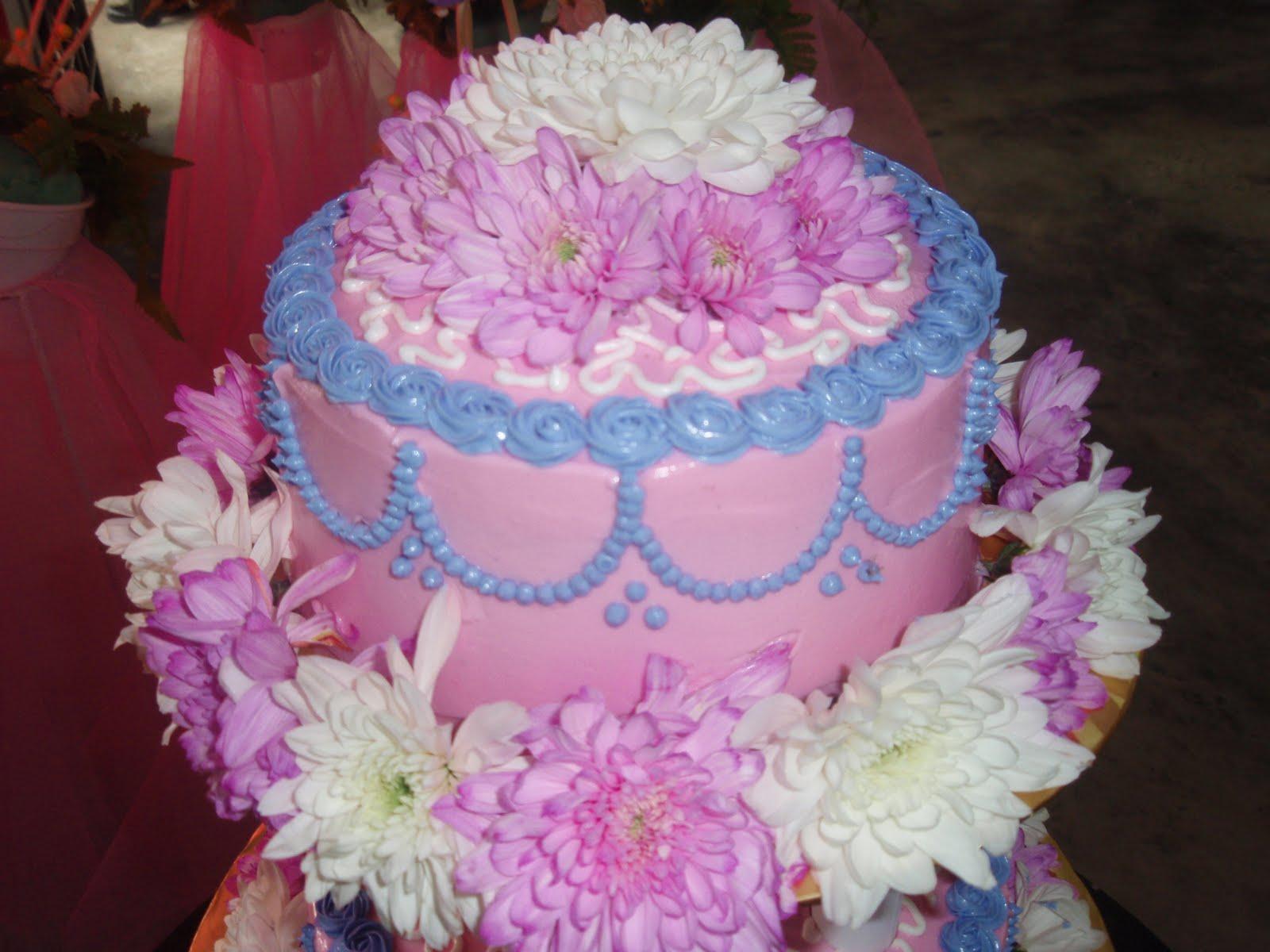 Chantique Cupcakes: fresh flower wedding cake 3 tiers
