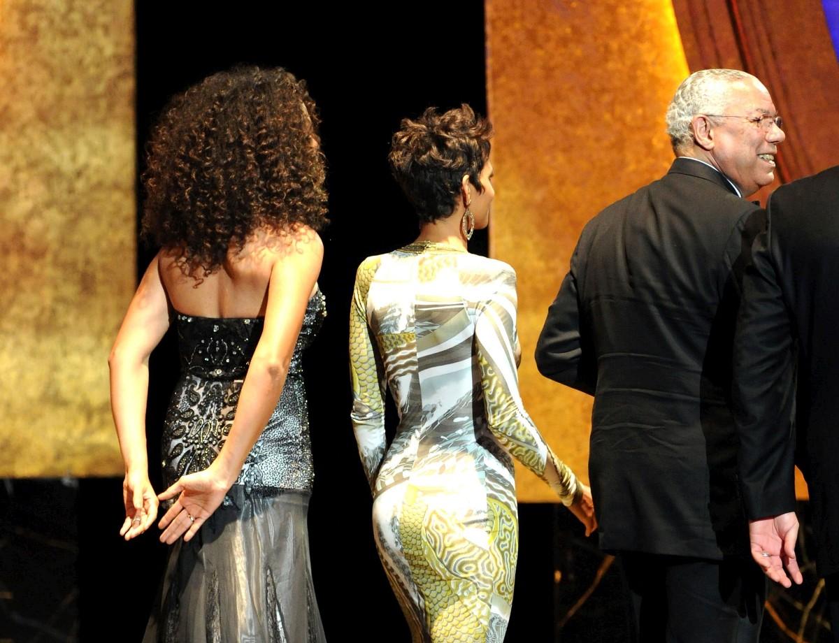 http://2.bp.blogspot.com/-nBZ3AuUzHmw/TXU5LoIUGfI/AAAAAAAAIug/b-FGB5pAmzM/s1600/Halle-Berry-42nd-NAACP-Image-Awards-13.jpg