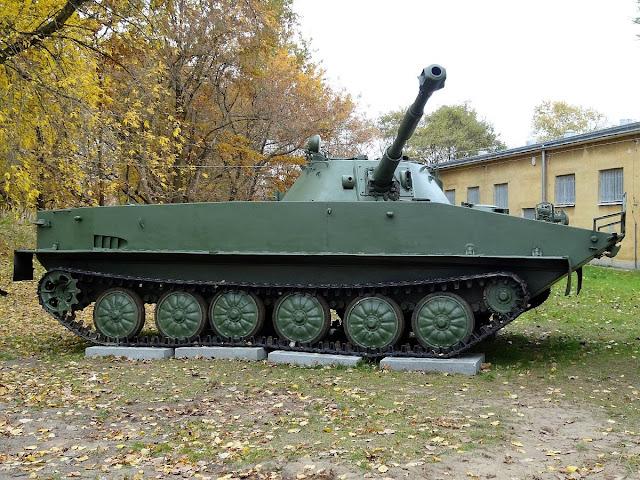 Czołg pływający PT-76