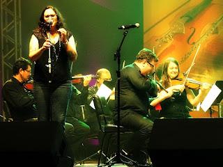 Izmália cantou acompanhada pela Orquestra de Câmara da Ulbra.