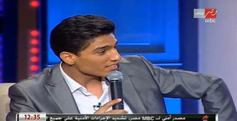 """بالفيديو: الفنان محمد عساف يغني لأمه """"ست الحبايب """" في لقاء خاص"""