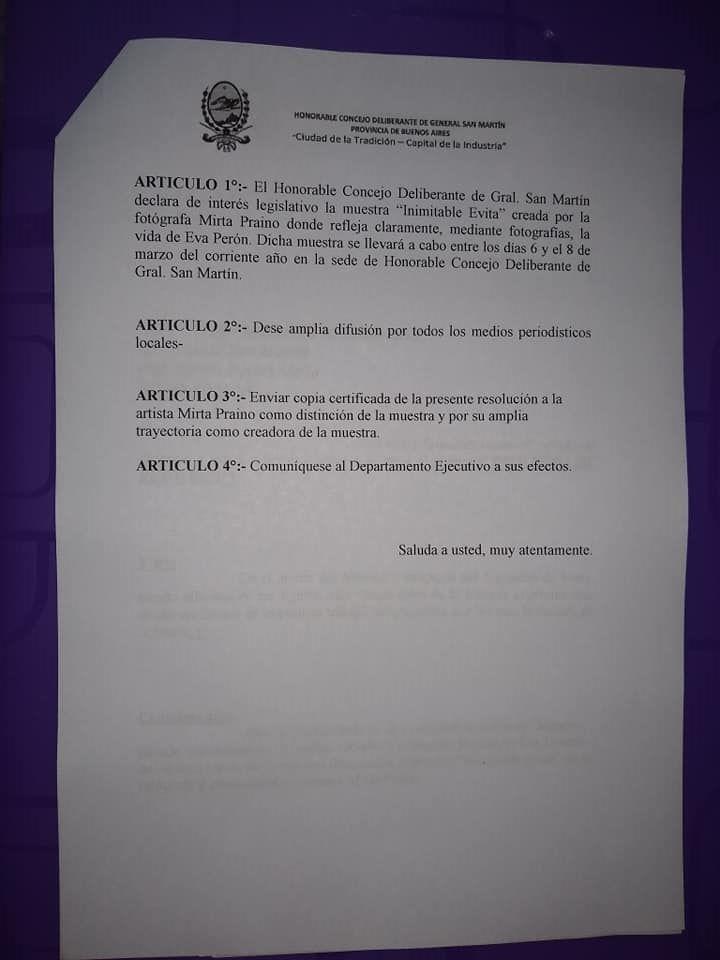 "Mirta Praino recibe la Declaracion de interes legislativo la Muestra Itinerante ""Inimitable Evita"""