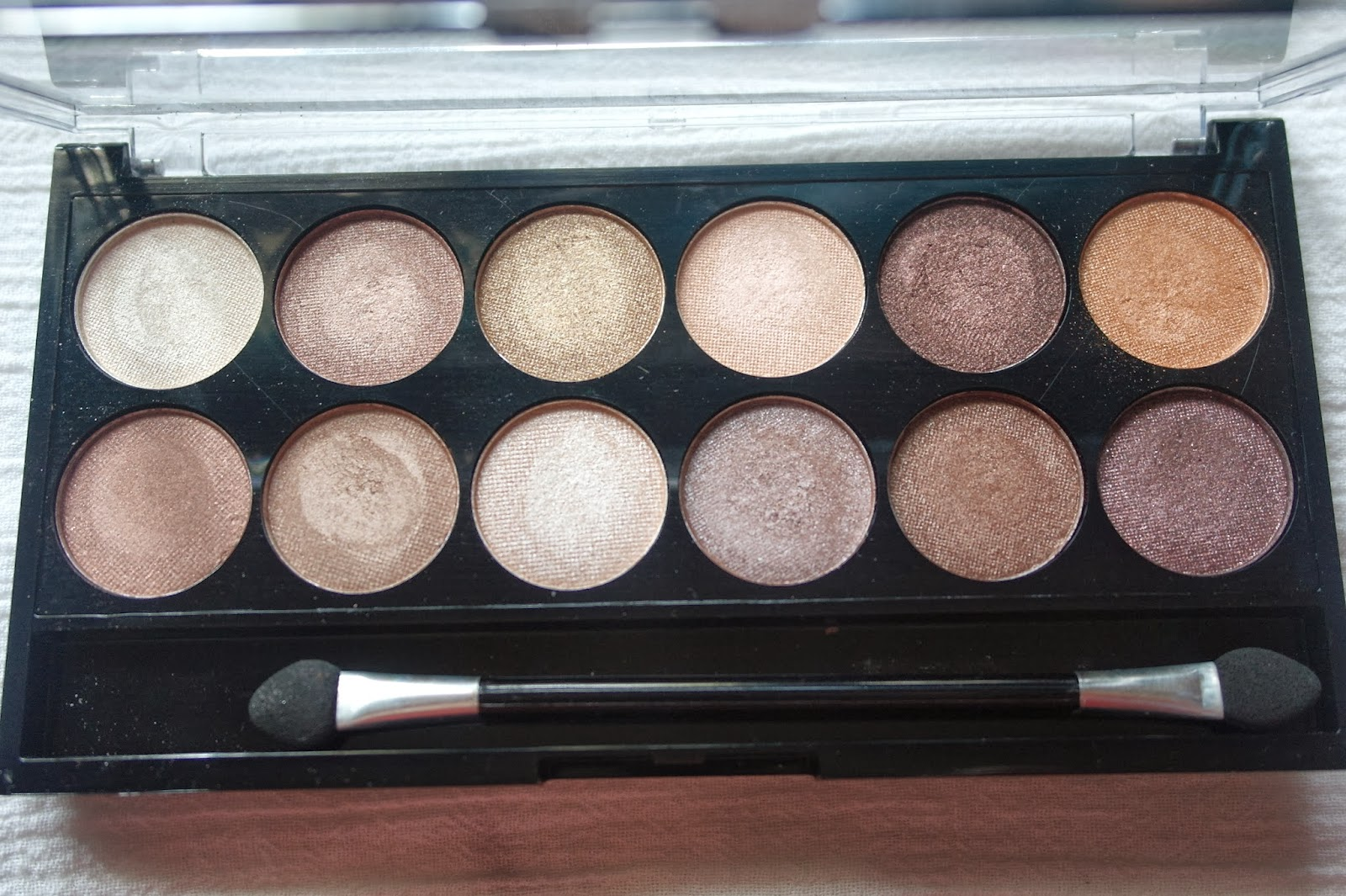 MUA Heaven & earth Eyeshadow Palette Review and Swatches- MUA Heaven & Earth swatches under natural light
