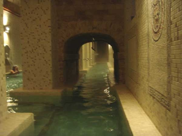 Baños Romanos Granada:de Alhama de Granada , construido sobre un antiguo basamiento romano