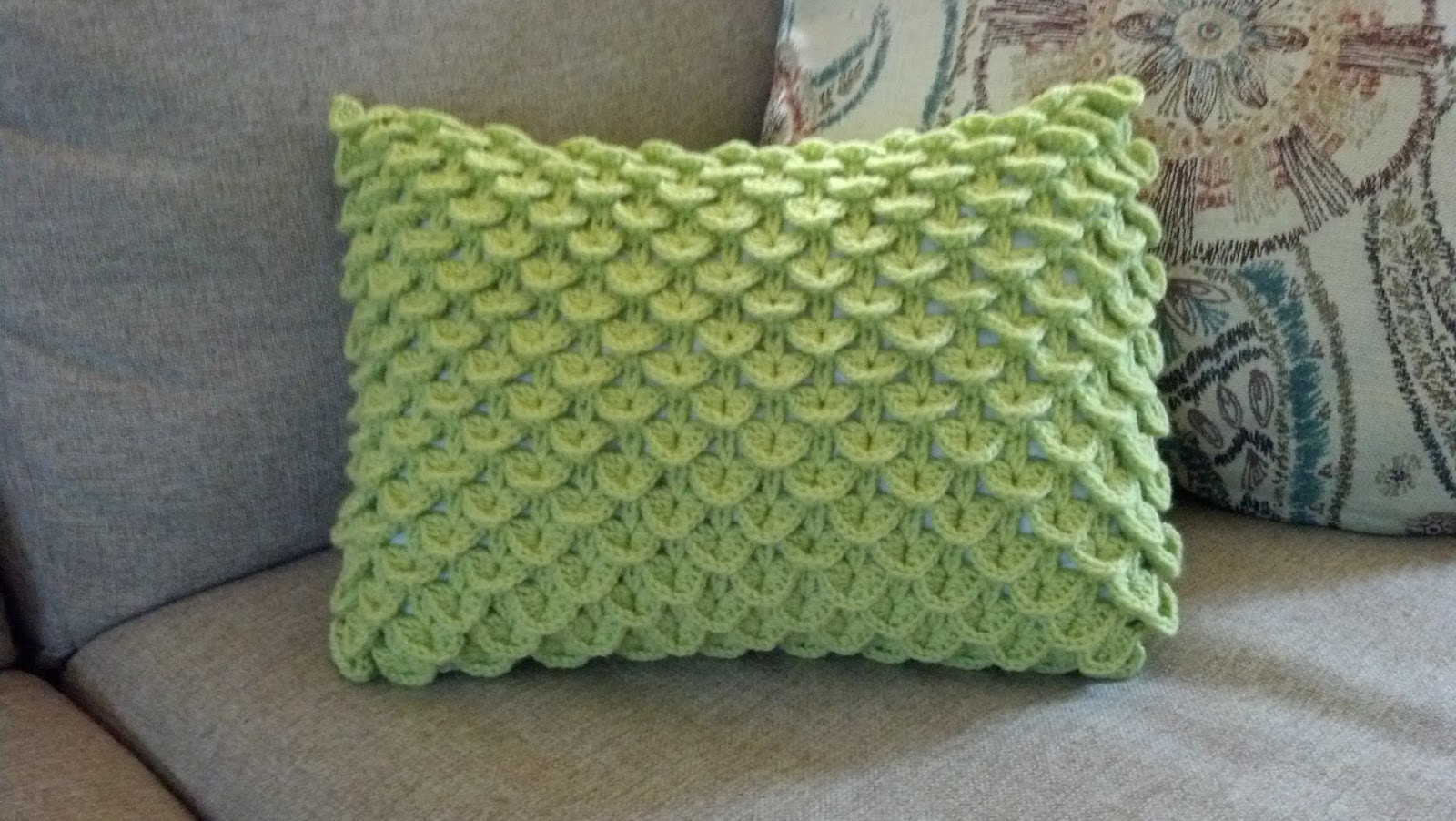 Crochet Stitches Crocodile : Pattern: Crocodile Stitch Pillow Knit A Bit, Crochet Away