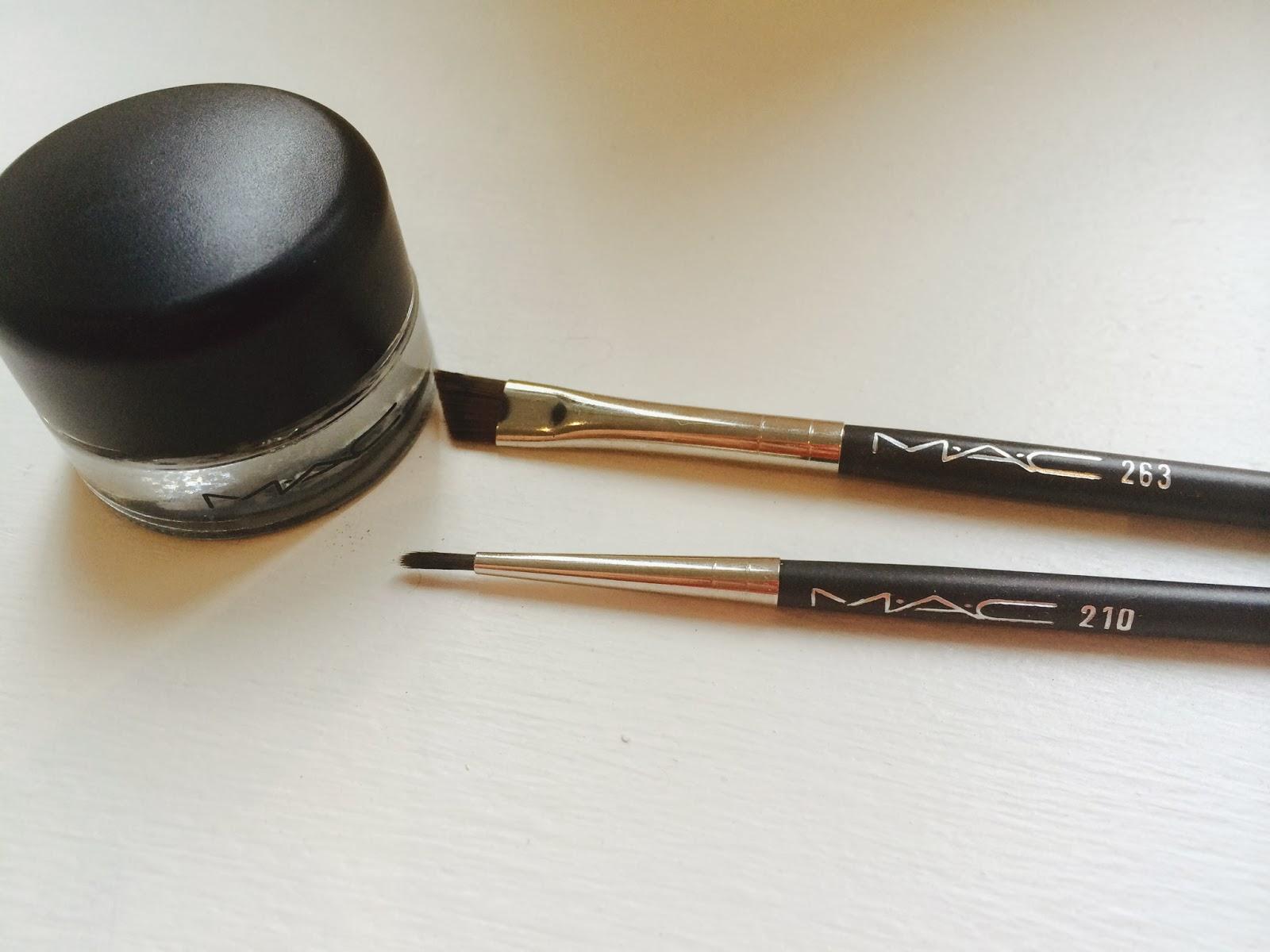 MAC Fuildline MAC 263 brush, MAC 210 brush