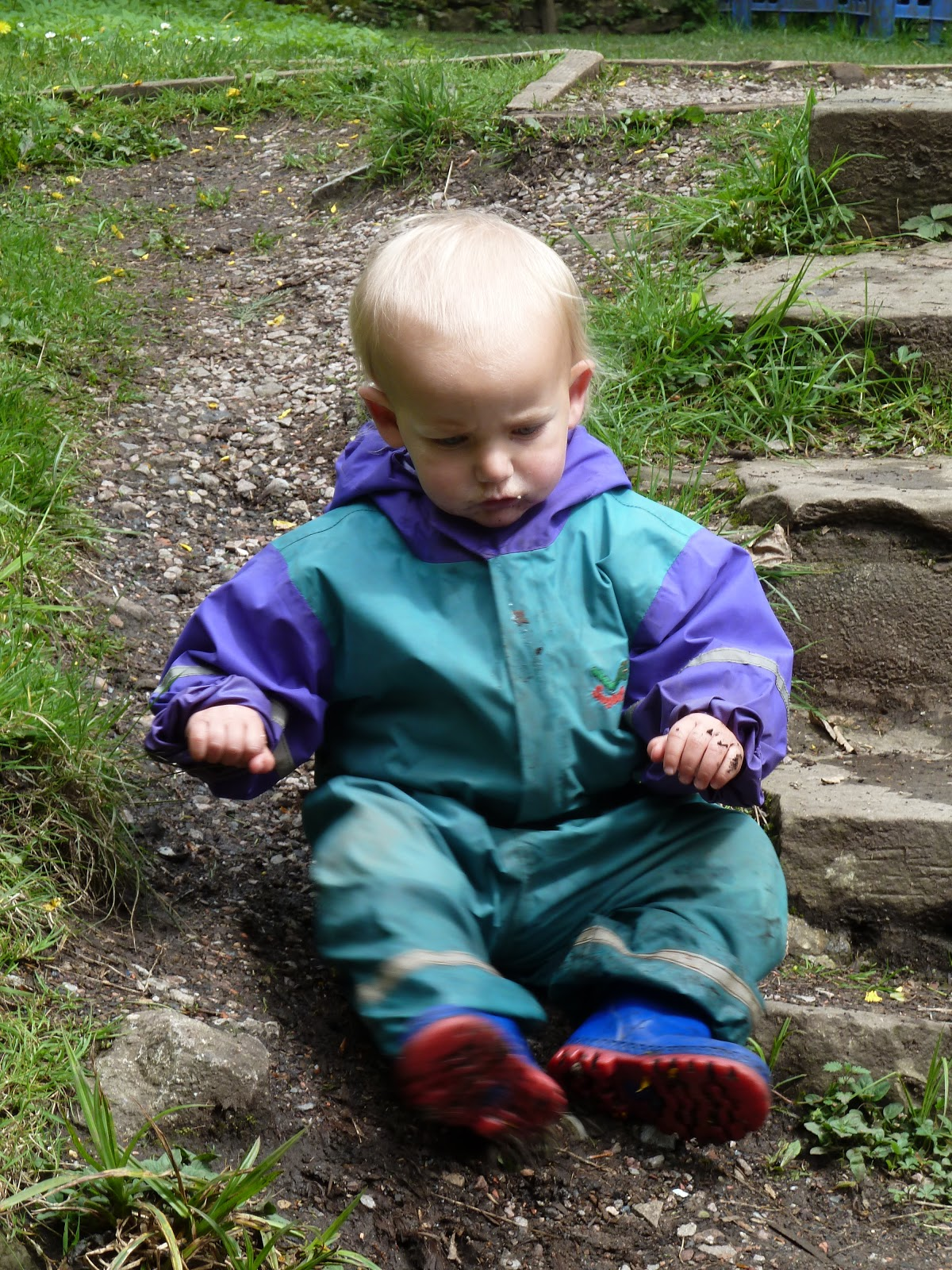 Forest Tots: Women in wellies!!! (and a few Dads too)