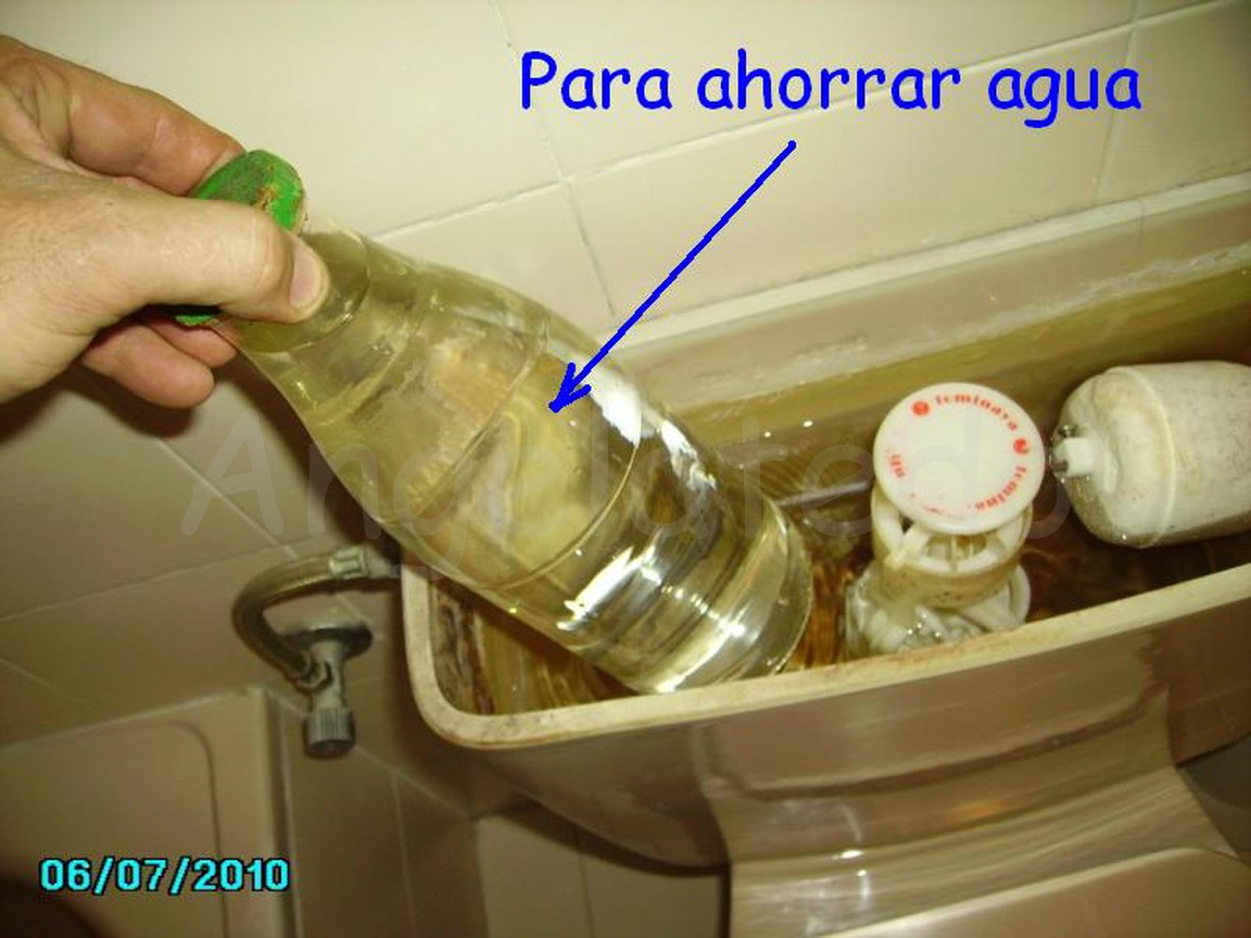 Arreglar cisterna pierde agua free desmonta la tapa de la for Como arreglar una cisterna que pierde agua