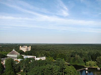 Vanuit de Pagode kun je het park, maar ook het Efteling hotel zien