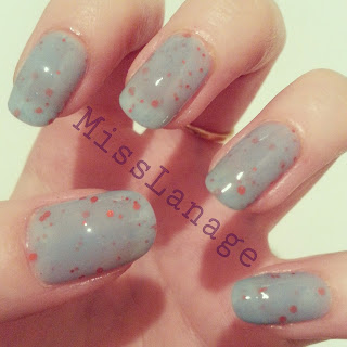 nelly-polish-beeny-swatch-manicure