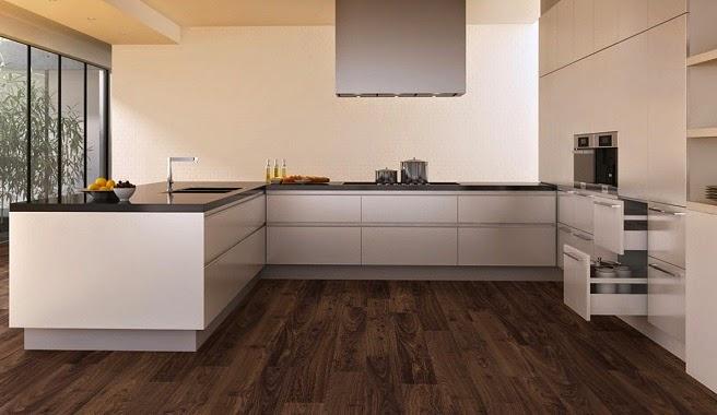 Tonos de suelo claros u oscuros for Cocinas con parquet