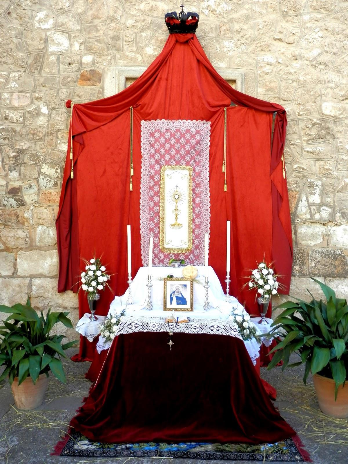 Decoracion Altar Para La Virgen ~   colocado justodebajo de la ventana del Camar?n de la Virgen del Prado