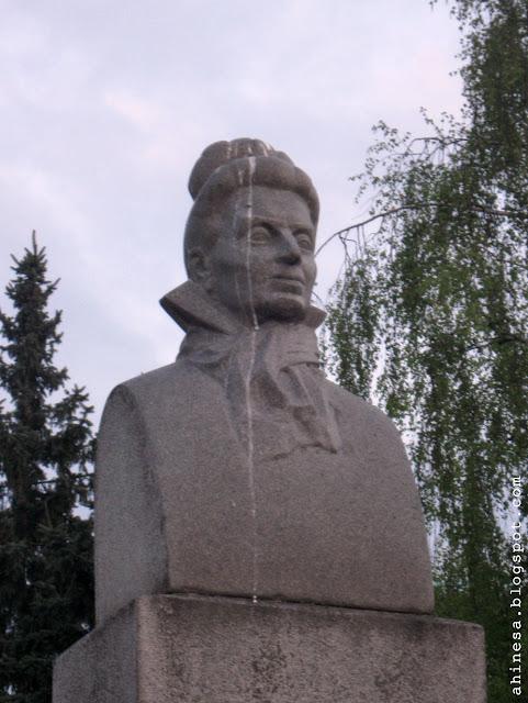 памятник элизе ожешко, элиза ожешко и голуби