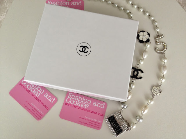 Chanel, fashion blogger, Fashion and Cookies, Chanel serums box