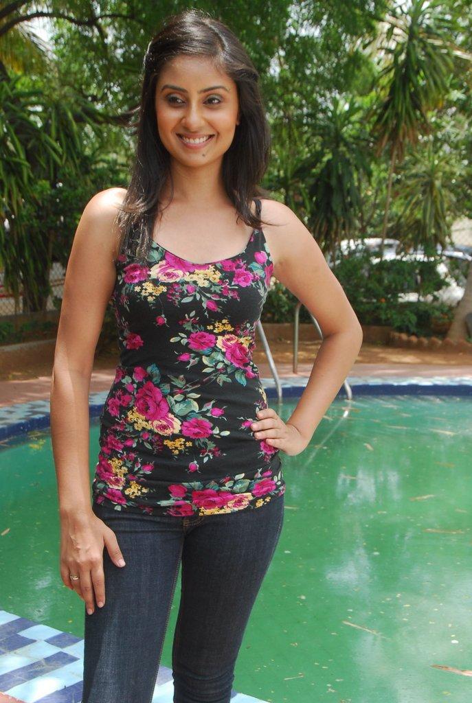 http://2.bp.blogspot.com/-nDOyLsIWmQ8/TgXH_eBNHUI/AAAAAAAAbKw/ps685h1u3CM/s1600/Bhanu+Sri+Mehra+3.jpg