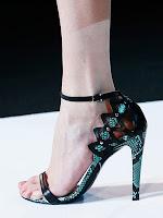 Сандали от змийска кожа с високи токчета на Giorgio Armani