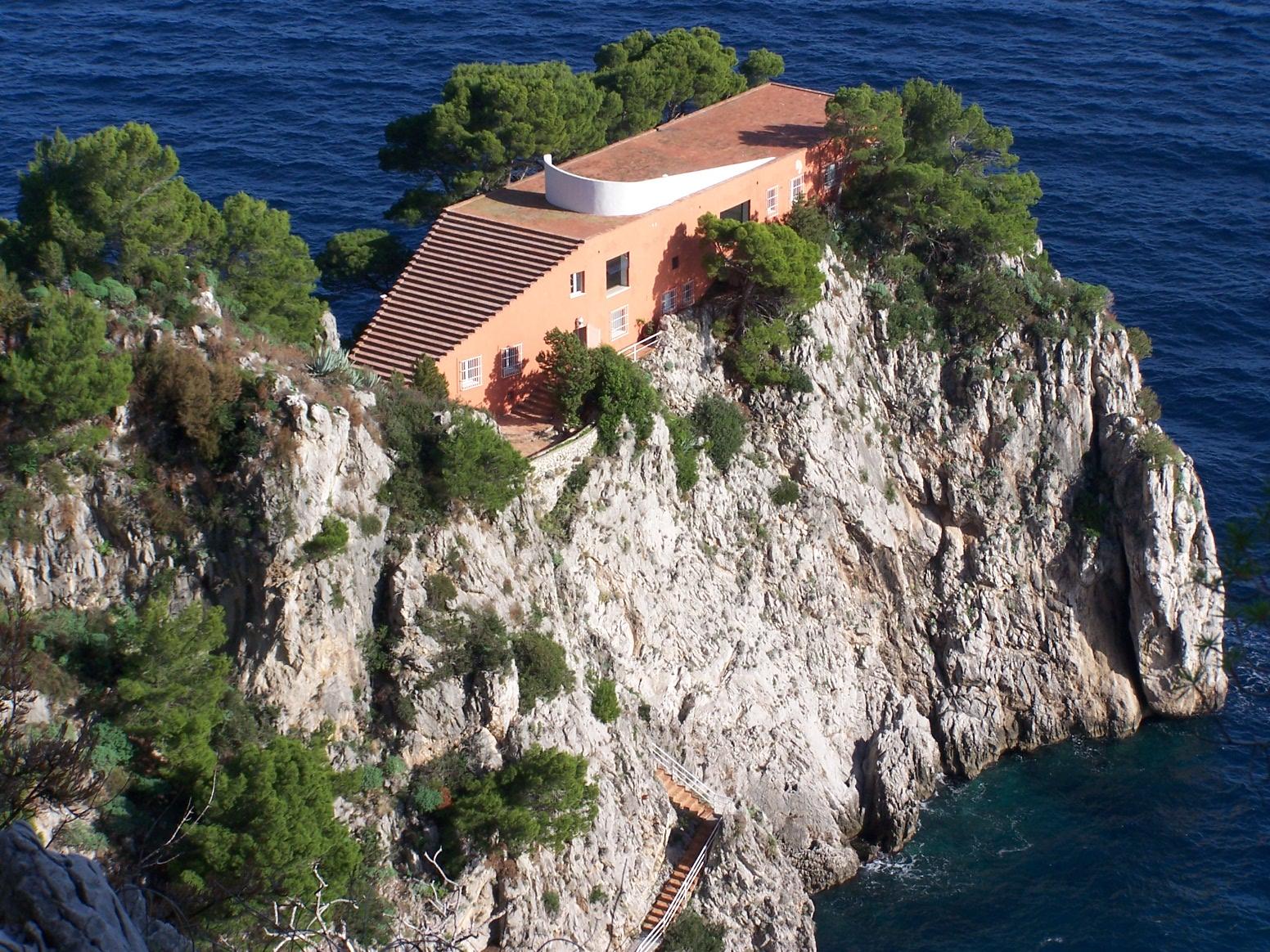La villa malaparte marion moissinac for Villa curzio malaparte