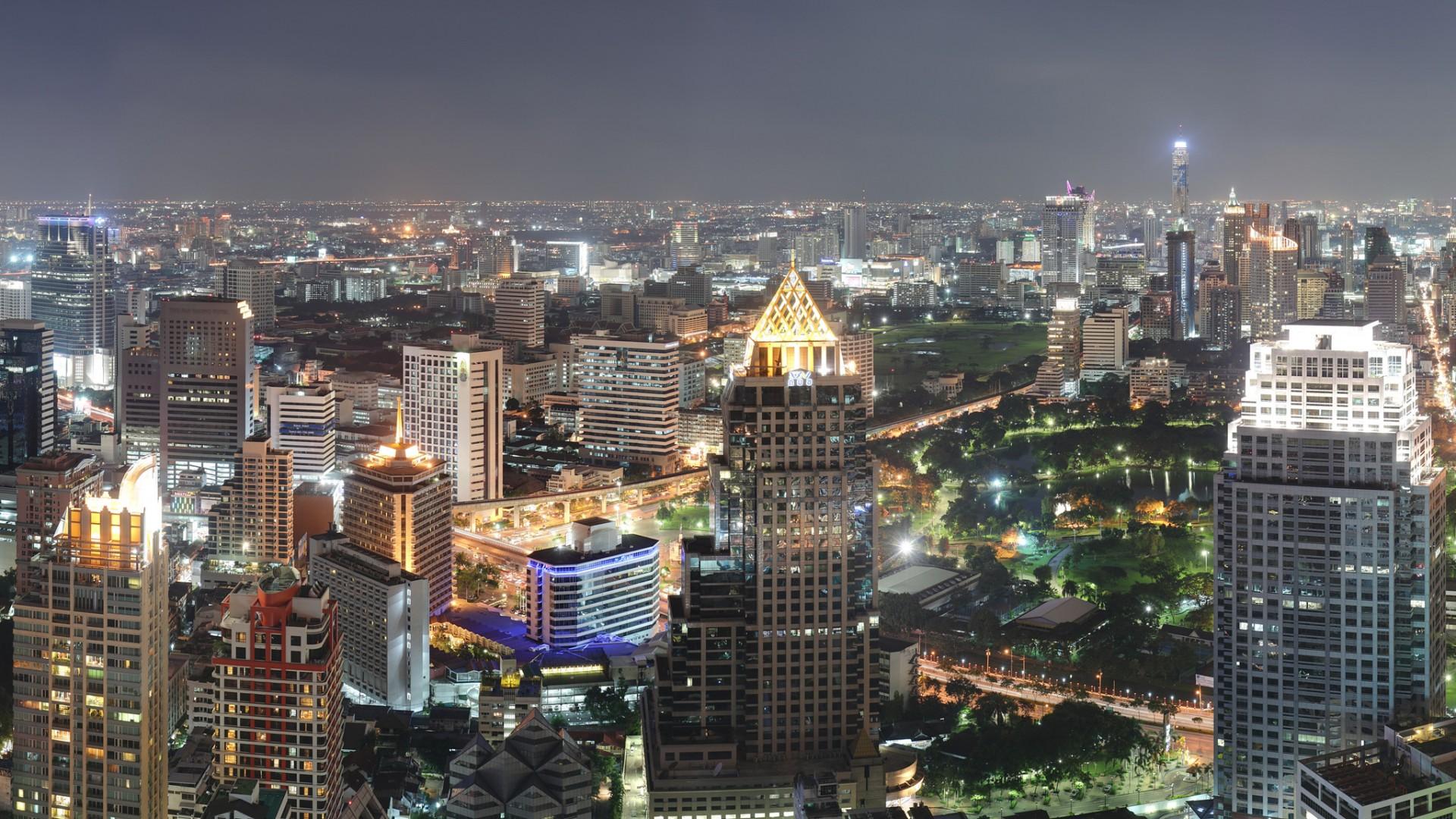http://2.bp.blogspot.com/-nDxBr2W2J28/UDnjDeC-hAI/AAAAAAAAEBE/dMpaeX02QHE/s1920/bangkok-by-night1080.jpg