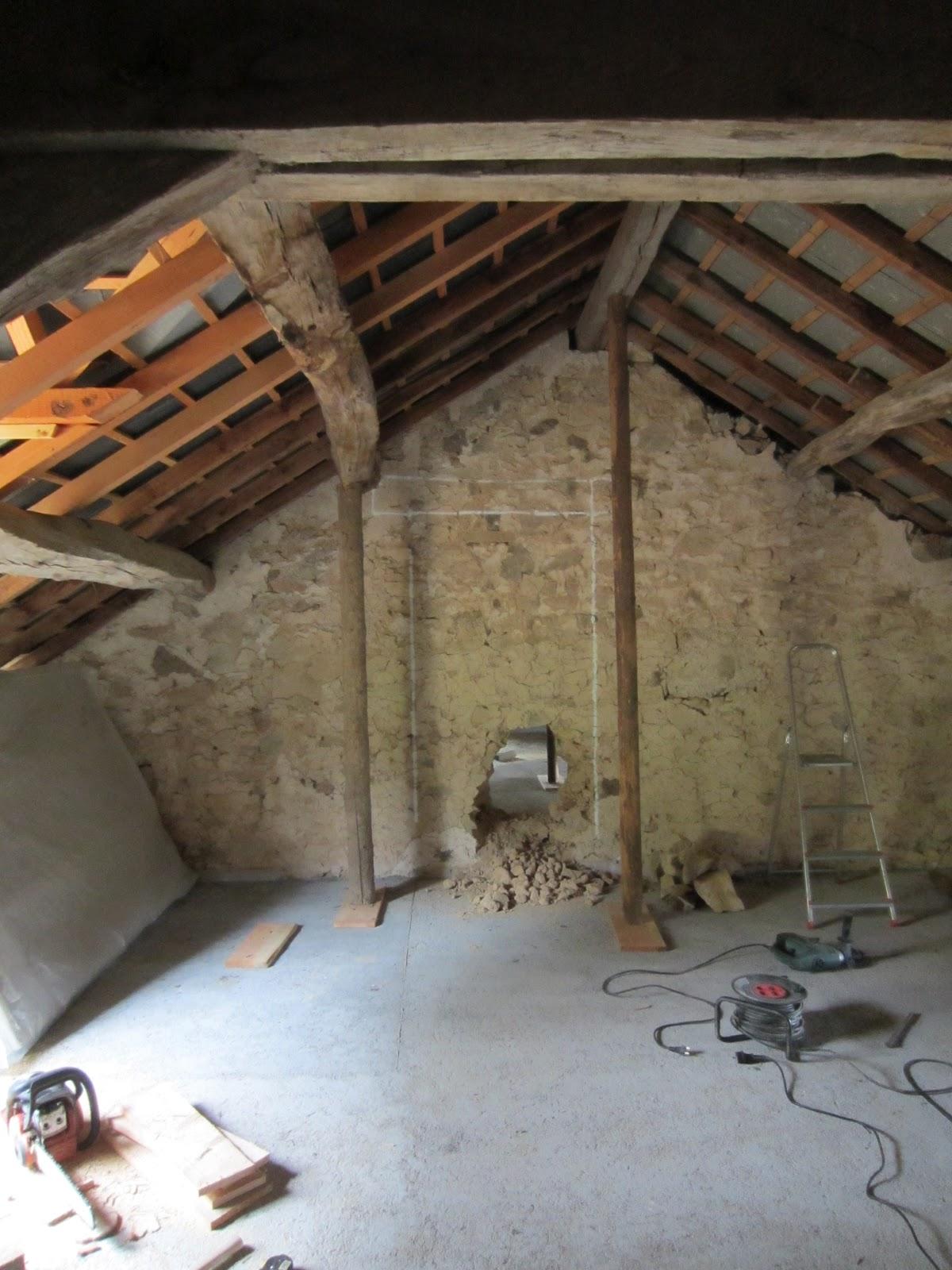 L 39 avancement de la r novation de notre maison on perce la porte - Comment demonter une cheminee ...