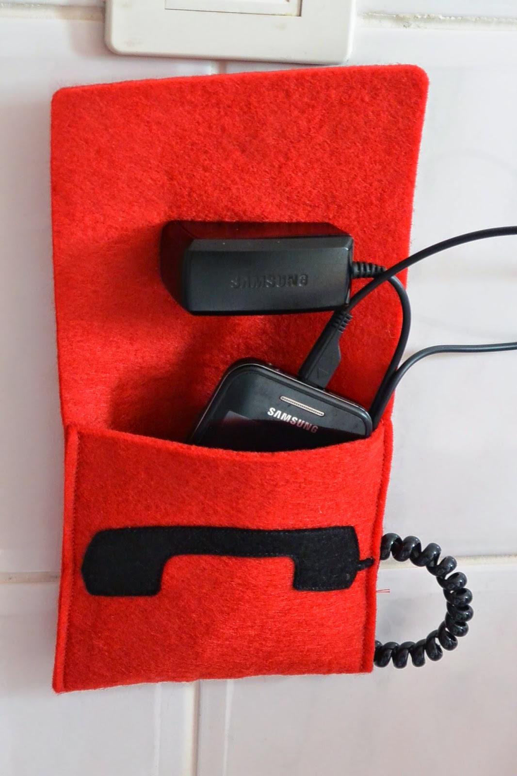 Etui housse pour chargeur de téléphone faite main en feutrine allô