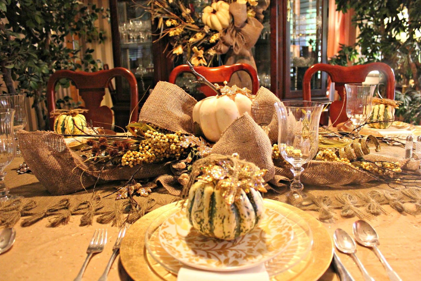 My sister 39 s crazy thanksgiving table stetting and decoration for Thanksgiving dinner decoration ideas