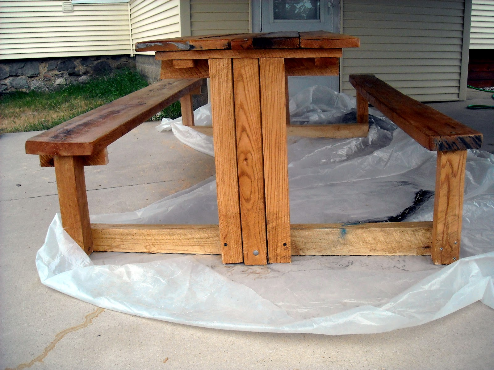 how to build log picnic table