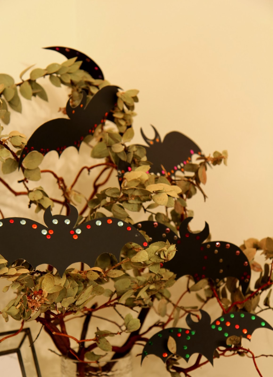 Paper Bats in a Tree for Halloween; DIY