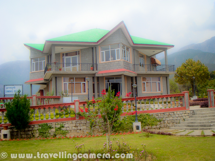 Kayakalp is a health resort in Palampur town of Himachal Pradesh which is very well located in a valley surrounded by snow covered himalayan ranges of Dhauladhar. Palampur is a beautiful town in Kangra District of Himachal Pradesh, which is also known as Dev-Bhoomi.