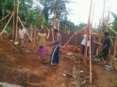 Pemasangan Bata dan Kusen Istana Yatim, maret 2012