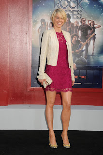 Jenna Elfman smiles at Rock of Ages Premiere