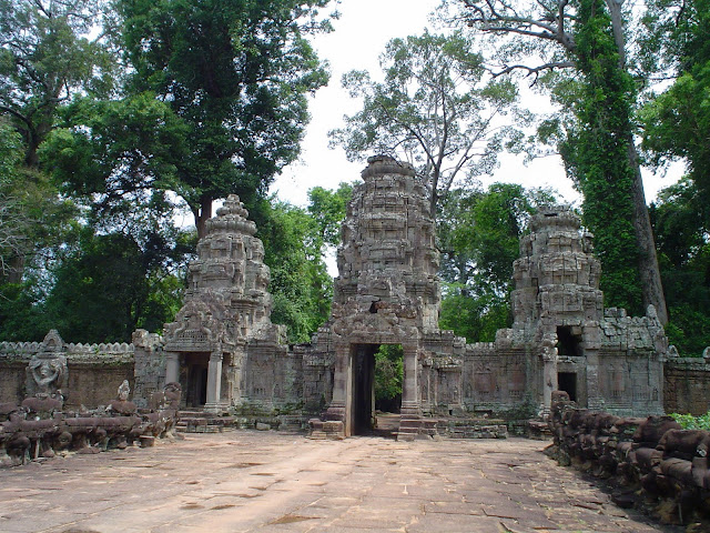 Gateway to Angkor complex (Cambodia)