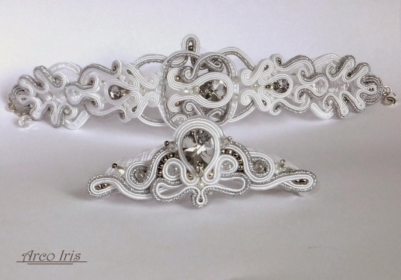 Ażurowe połączenie bieli i srebra…