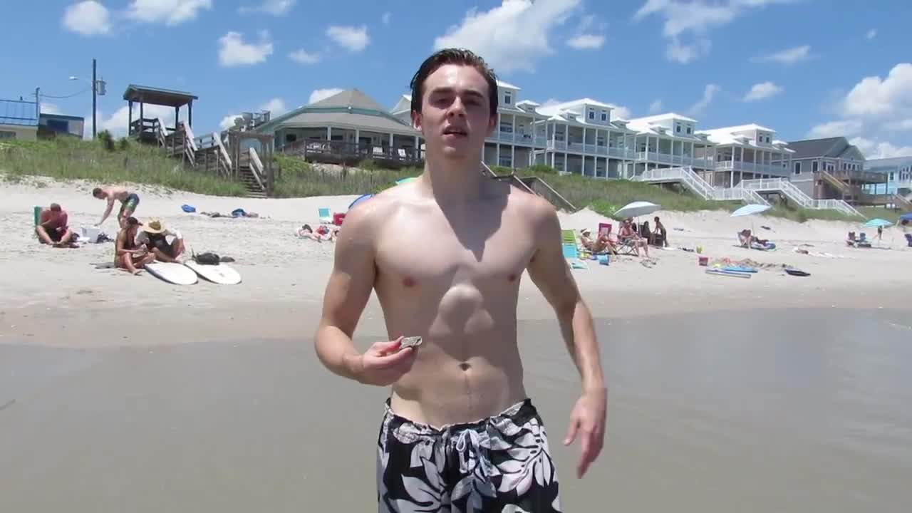 The Stars Come Out To Play: Skyler Seymour - New Shirtless
