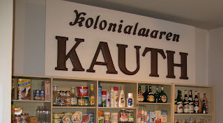 Foto des Ladentresens Kolonialwaren Kauth im Heimatmuseum Pleinfeld