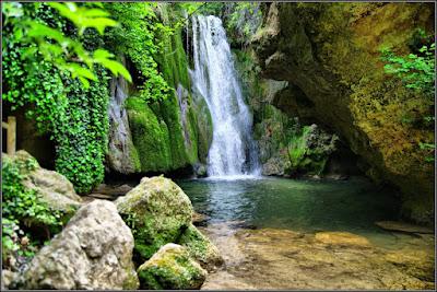 Cascada Del Pozo De La Horca (Río De La Virgen, Cañete)